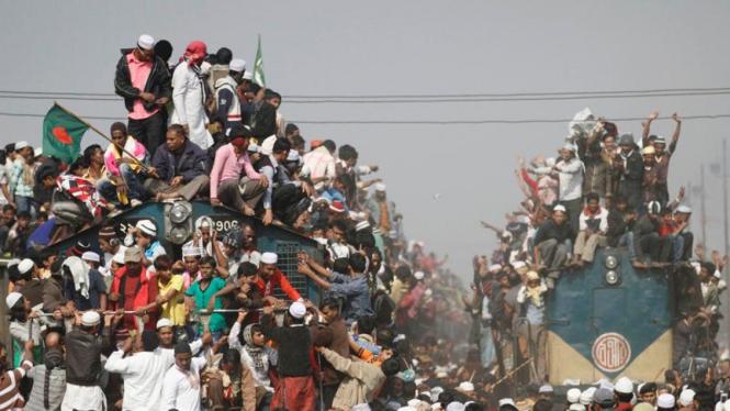 Kereta api yang penuh sesak di Bangladesh