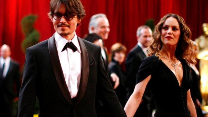 Johnny Depp dan Vanessa Paradis saat masih mesra