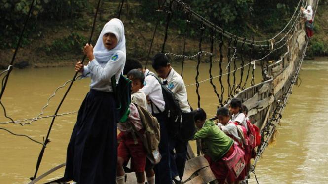 Jembatan rusak di Lebak, Banten.