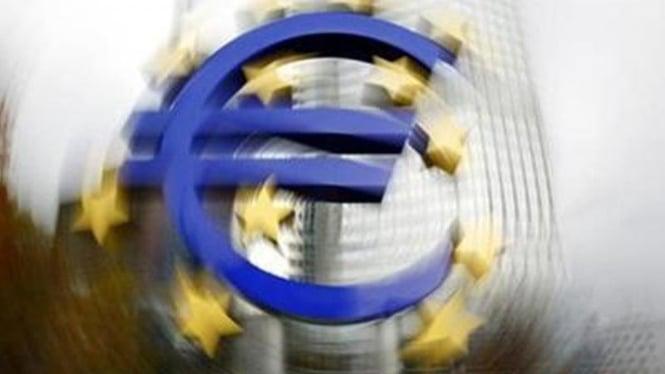 Lambang euro di depan Bank Sentral Eropa di Frankfurt, Jerman