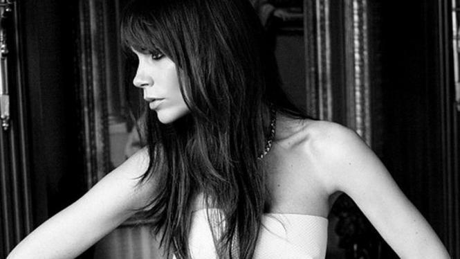 Victoria Beckham Pose Sensual