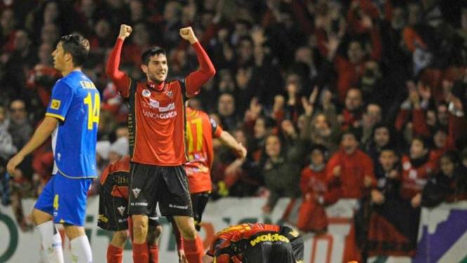 Para pemain Mirandes merayakan kemenangan atas Espanyol