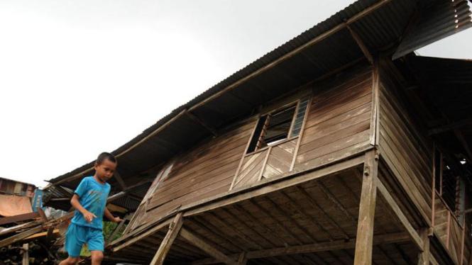 Angin puting beliung di Makassar