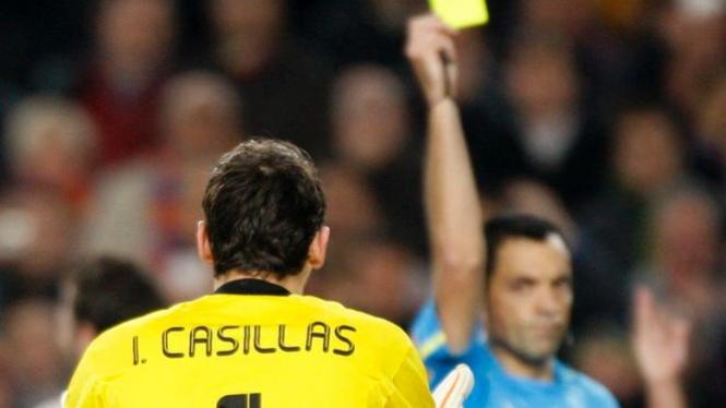 Iker Casillas diganjar kartu kuning