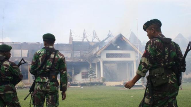 Kantor Bupati Bima, NTB dibakar massa