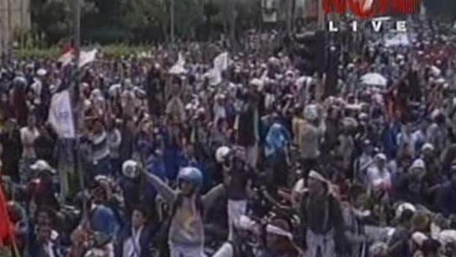 Demo Buruh Memblokir Tol Cikampek