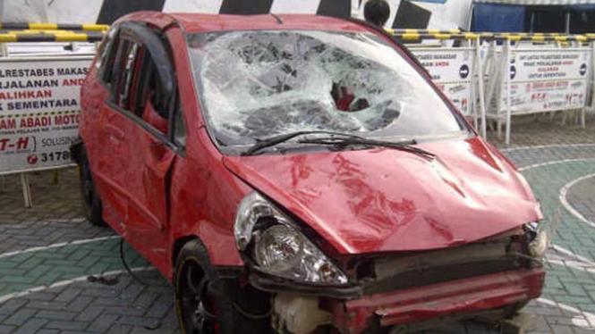 Honda Jazz yang dikendarai HRR rusak parah