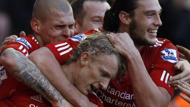 Para pemain Liverpool rayakan gol Dirk Kuyt