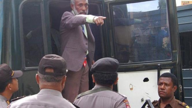 Forkorus Yoboisembut yang klaim Presiden Republik Federal Papua Barat