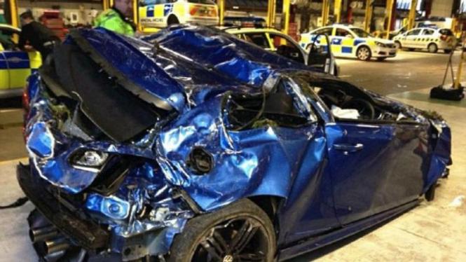 Volkswagen Golf R mengalami kecelakaan di Manchester, Inggris