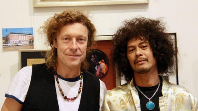 Asep Stone dan Lukas Meier