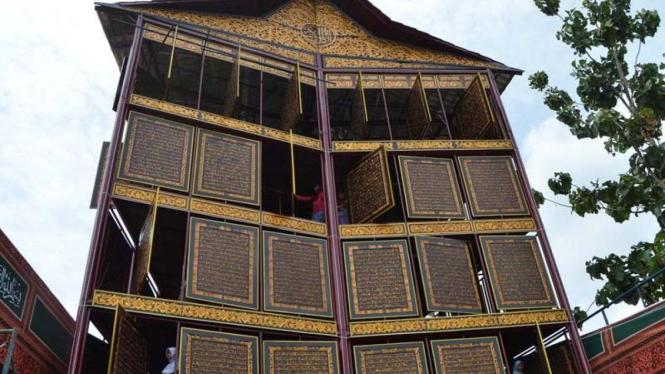 Al Quran Raksasa di Ponpes Modern IGM, Palembang
