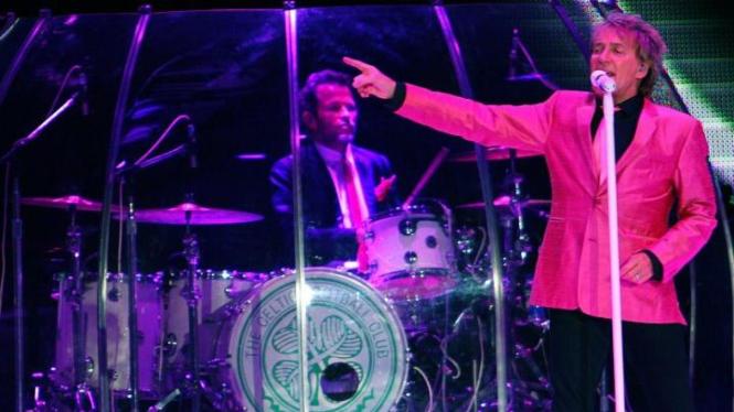 Rod Stewart menghibur Jakarta
