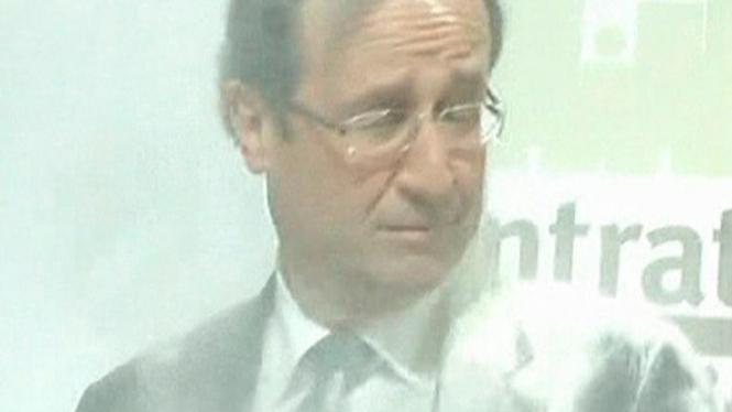Capres Perancis, Francois Hollande, dilempari tepung