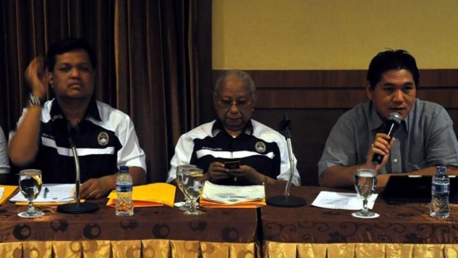 Achmad Amins (tengah)
