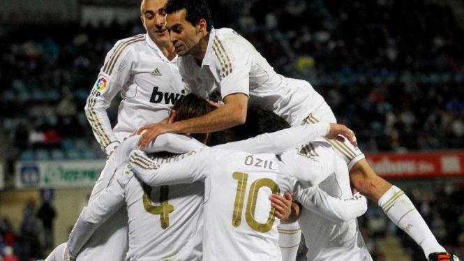 Pemain Real Madrid merayakan gol Sergio Ramos
