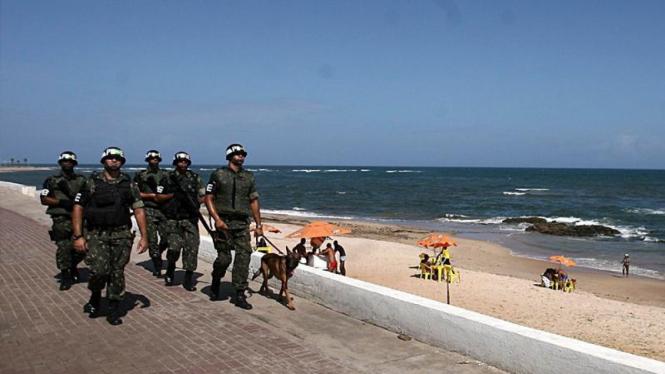 Militer berjaga di kota Salvador