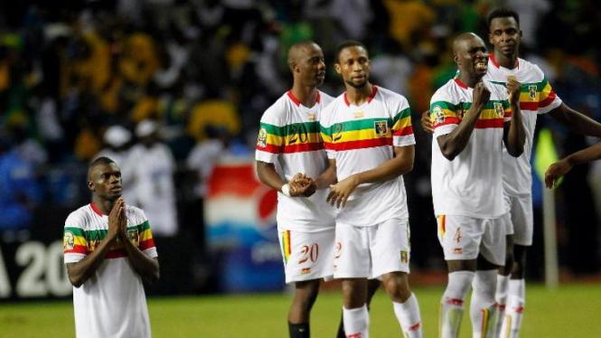 Pemain Mali merayakan kemenangan
