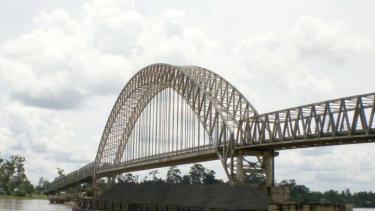 Wisata Ke Jembatan Kalahien