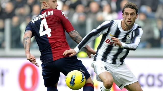 Radja Nainggolan (kiri) saat melawan Juventus