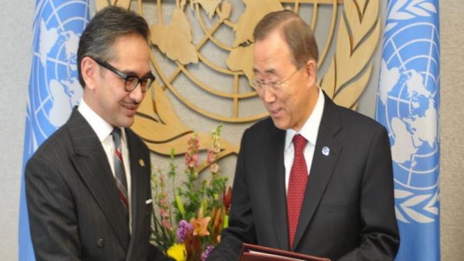 Sekjen PBB Ban Ki-moon dan Menlu Marty Natalegawa