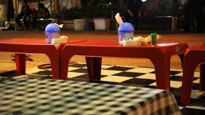 Ilustrasi warung makan lesehan.