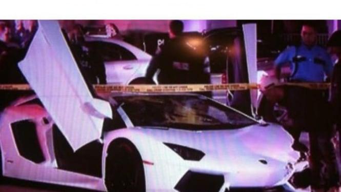 Lamborghini Aventador menabrak penjalan kaki di Houston, Amerika Serikat
