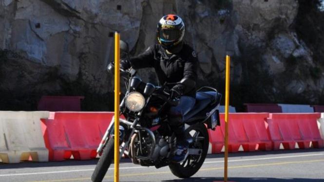 Jorge Lorenzo berlatih jelang menghadapi tes praktek SIM