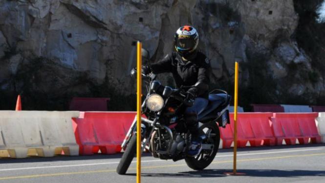 Jorge Lorenzo berlatih mengemudi untuk mendapatkan SIM Motor