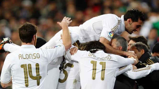Pemain Real Madrid Merayakan Gol ke Gawang Levante