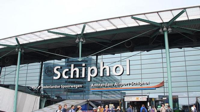 Bandara Schiphol di Amsterdam, Belanda