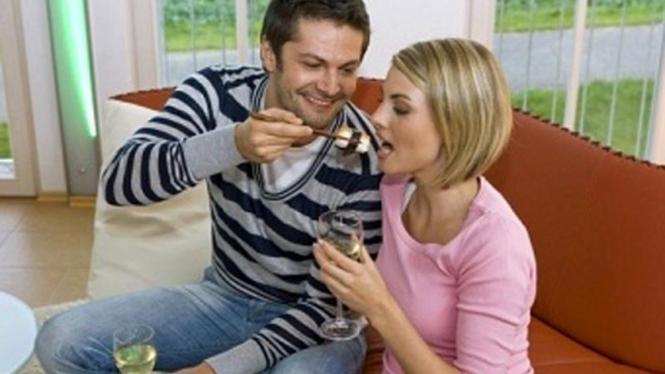 pasangan makan