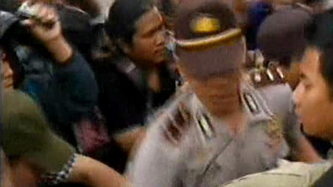 Demo Tolak FPI Rusuh di Bunderan Hotel Indonesia
