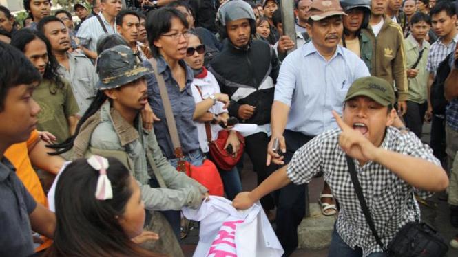 Bentrok Unjuk Rasa Anti FPI (Front Pembela Islam)