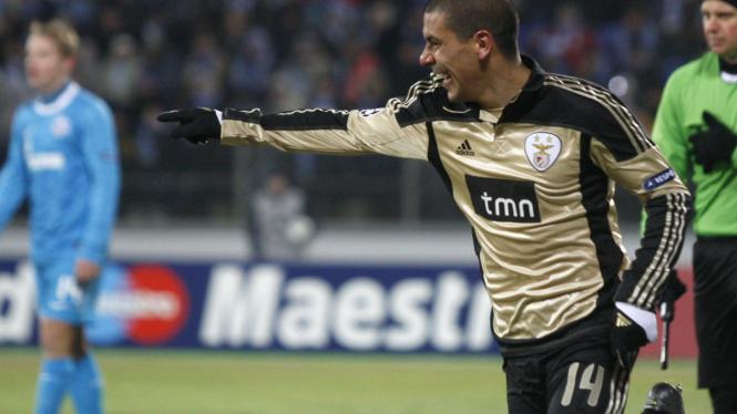 Maxi Pereira rayakan gol ke gawang Zenit