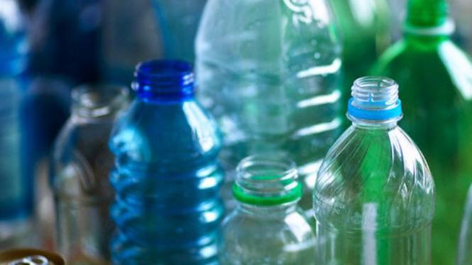 Botol-botol plastik