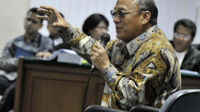 Ketua Komisi X DPR Mahyuddin NS saat bersaksi di sidang M Nazaruddin