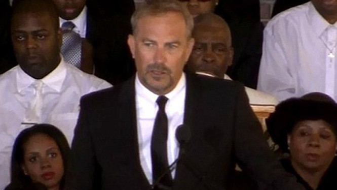 Kevin Costner di Pemakaman Whitney Houston