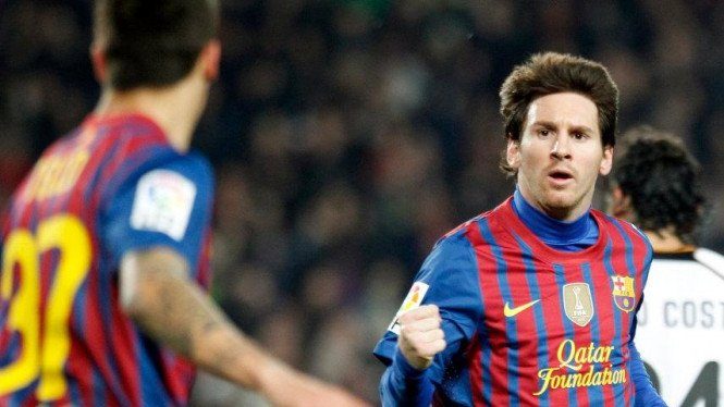 Lionel Messi (kanan) saat Barcelona mengalahkan Valencia
