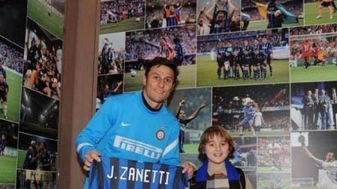 Javier Zanetti (kiri) dan Filippo