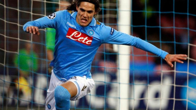 Striker Napoli, Edinson Cavani, usai membobol gawang Chelsea