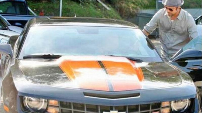 Chevrolet Camaro milik Brad Pitt