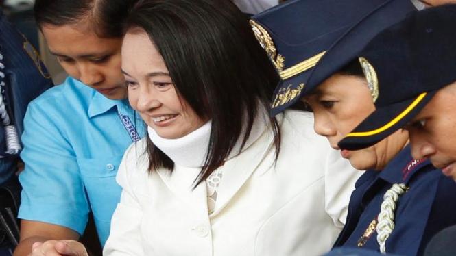 Gloria Macapagal Arroyo usai hadir di pengadilan 23 Februari 2012
