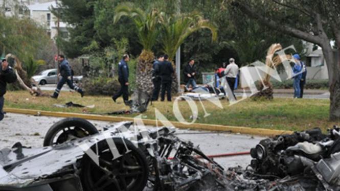 Ferrari F430 hancur terbelah dua