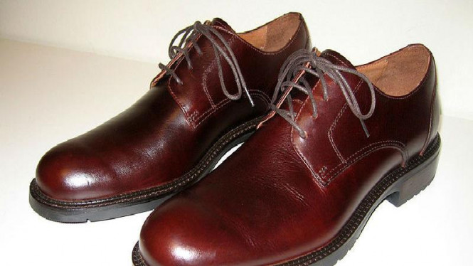 Sepatu model Derby