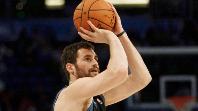 Pemain Minnesota Timberwolves, Kevin Love, juara three-points NBA All-Star 2012