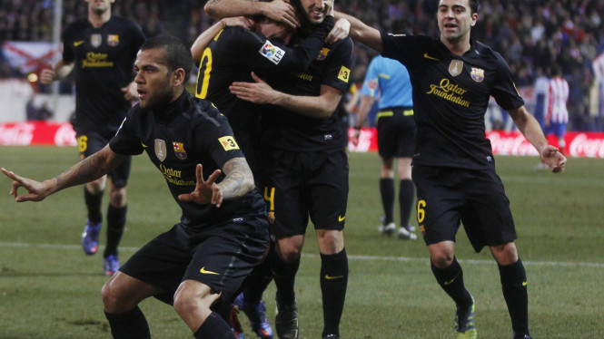 Dani Alves rayakan gol ke gawang Atletico Madrid