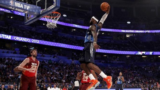 LeBron James (kanan) di NBA All Star Game 2012