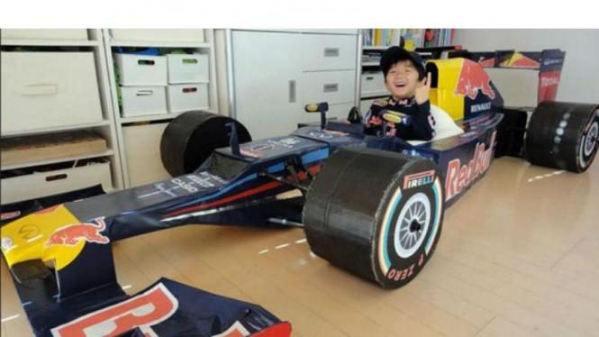 Replika mobil Formula 1 untuk anak-anak