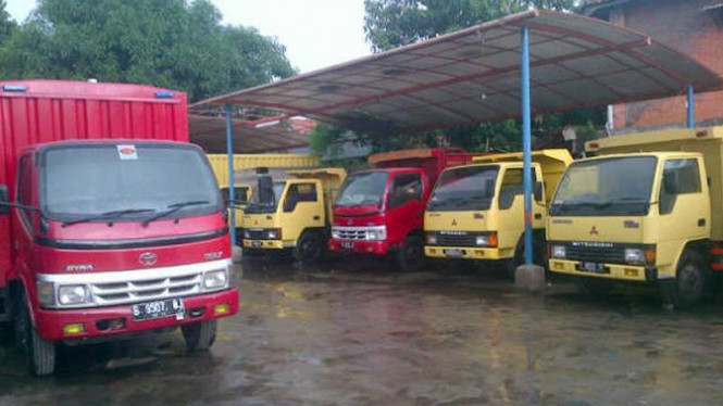 Showroom truk milik DW